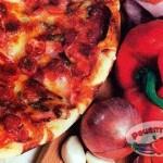 Пицца с сосисками и беконом